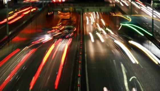 Unfall bei Einfädeln in laufenden Verkehr