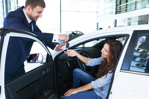 Gebrauchtwagenkaufvertrag – Nacherfüllung und Rücktritt bei einer Nachlackierung