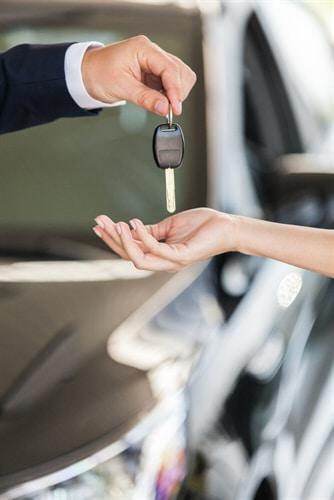 Neuwagenkauf: Nacherfüllungsanspruch bei Motorschaden
