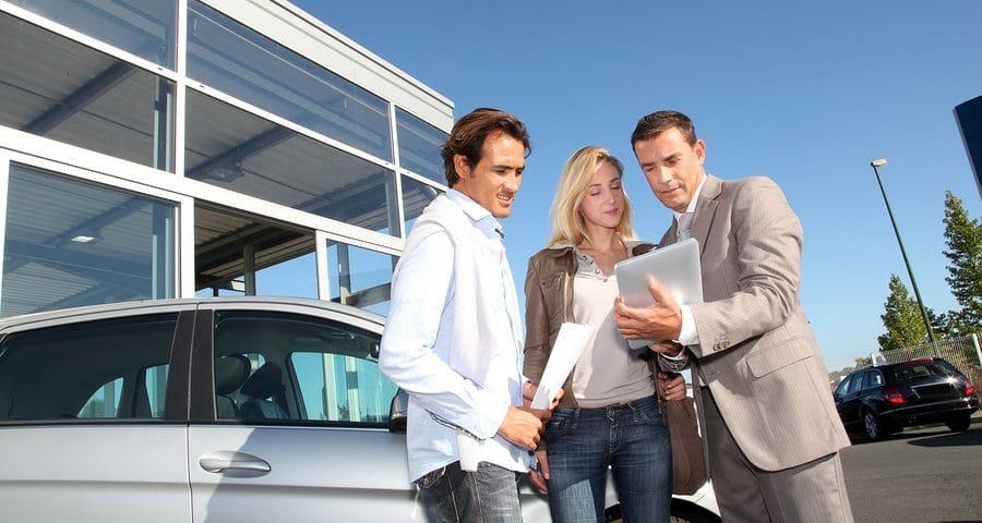 Privater Fahrzeugverkäufer haftet gegenüber gewerblichem Kfz-Händler für falsche Zusicherungen